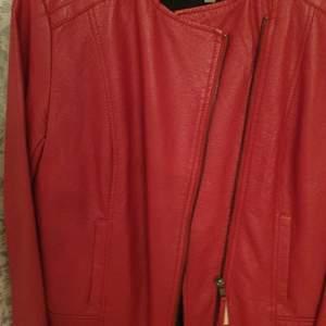 Röd helt ny fusk skin jacka