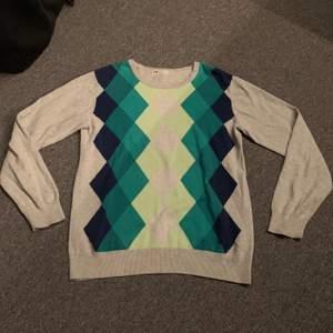 Super fin farfars tröja köpt på barnavdelningen storlek 170 men passar allt från XS-M. Använd en del men är fortfarande i gott skick