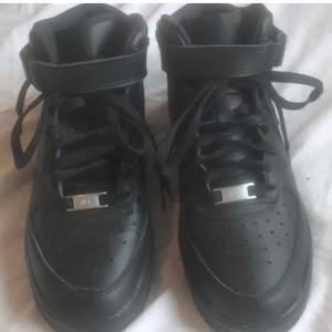 Intressekoll på mina Nike air force hög modell! Buda