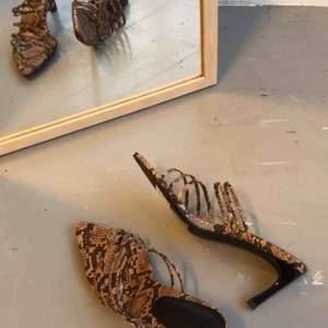 Helt oanvända skor från NA-KD. Frakt 63kr tillkommer