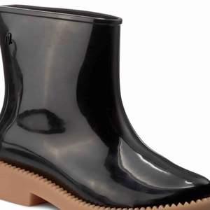 Rain boot in black
