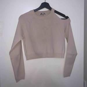 Passar även för S! Rosa crop tröja, jätte fin och simple.