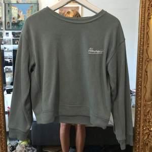 Lite oversized sweatshirt. Kommer ej till använding längre.
