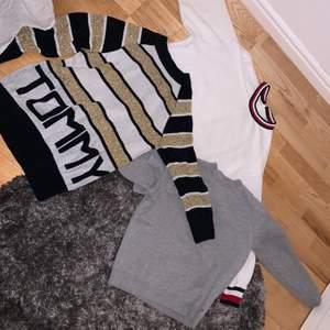 Här säljs 3 stycken jättefina Tommy Hilfiger tröjor som är äkta. De är knappt använda och därför väldigt fint skick. Säljer som paket men om man bara vill ha en tröja så hör av er, så kan pris diskuteras! Om man vill ha alla 3 tröjor 650+frakt. Alla tröjor är i storlek S/M