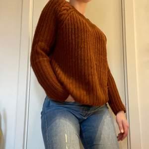 Rödbrun stickad tröja från Only❤️