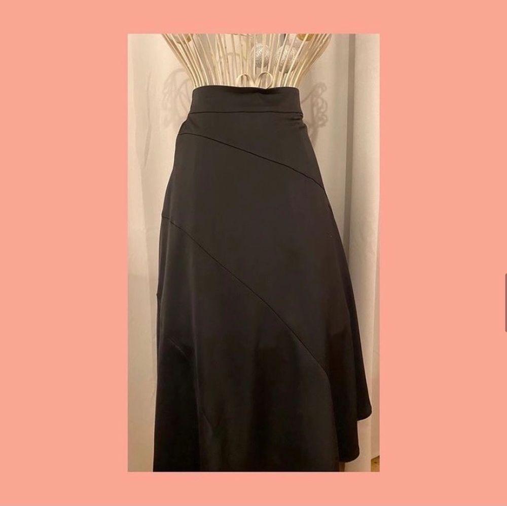 Superfin lång kjol som är helt oanvänd 💕 Från Vero Moda i storlek XS. Pris 100kr + frakt. 🚚. Kjolar.