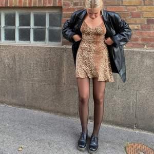 Klänningen är såld men kolla gärna in mina andra annonser 🤎