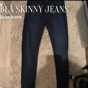 Blåa jeans som inte kommer kommit mycket till använing då jag köpte fel storlek får något år sedan! Stor rensning ur garderoben!💞