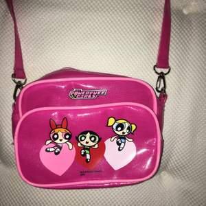 Fett söt powerpuff girls väska köpt här på plick. Jävligt mkt 00-tal vibe:))💞