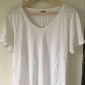 Acne white T-shirt  Posten +59kr