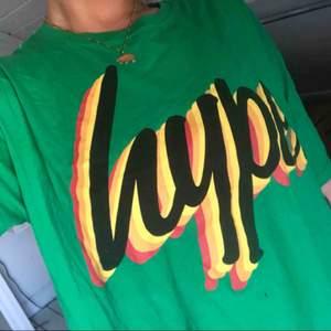 T-shirt från Hype, strl XL, mer som en L. Exklusive frakt