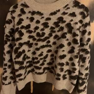Säljer denna fina Stickade tröja från hm! Köpt för ett år sen