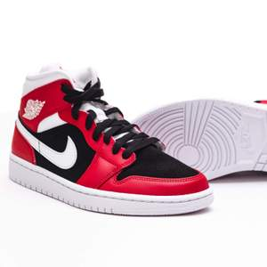 Säljer ett par Air jordan 1 Gym red i storleken 39! Skorna är nya och aldrig testade! Kvitto finns självklart😊
