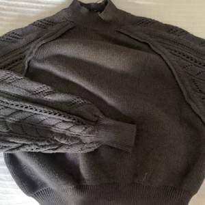 En cool stickad tröja från Zara, den är använd några gånger med är i väldigt bra skick