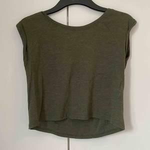 Grön tröja från FB sister i storlek xs  Köpare står för frakt🌟