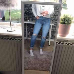 Blåa jeans från bikbok i fint skick.