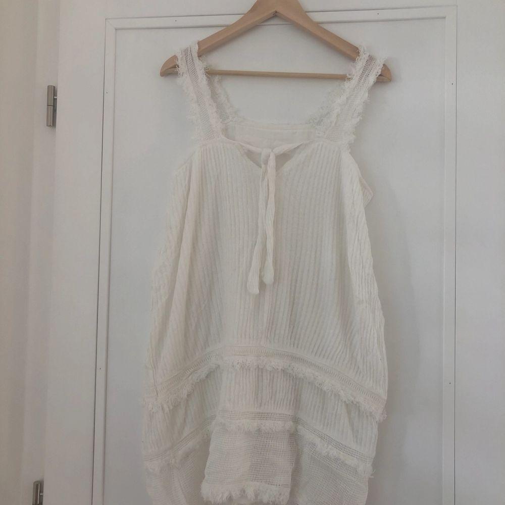 Supersöt klänning från Mango 🥰 eventuell frakt står köparen för 🌼. Klänningar.