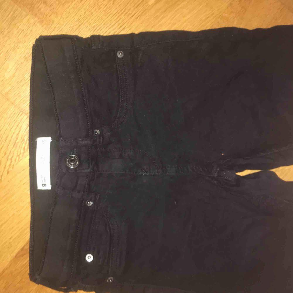 Svarta lågmidjade Alex jeans från gina. Jeans & Byxor.