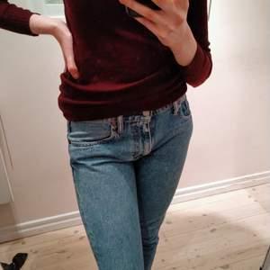 Levis jeans i mycket gott skick! Egentligen gjord för killar, fick dom av min brorsa, men passar bra ändå! Vet inte storleken, men small/27 brukar jag vara.