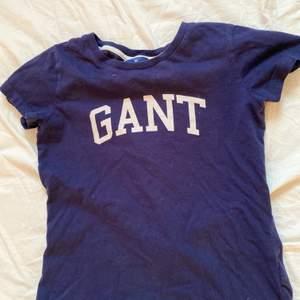En nästan helt oanvänd blå gant tröja. Väldigt bra skick. Kan budas. Passar även M