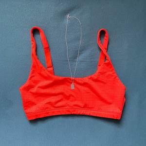 Orange sport bh, Använt endast en gång😍🧡 Köparen står för frakt, bor du i Göteborg så kan vi mötas också☺️