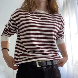 En super skön långärmad tröja från pull&bear! Den har bara används fåtal gånger, det står XS på lappen men den är mer som en S. köparen står för frakt💕