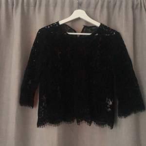 Köpte tröjan av en kompis men tyvärr är den för liten men är tycker fortfarande att den är sjukt snygg. Hoppas någon av er får njuta av den istället.