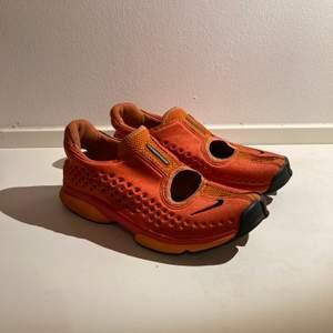 Sparsamt använda Nike sneakers. Finns i Sthlm. Kan mötas upp alt skicka!