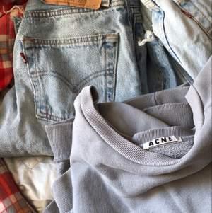 Kommer börja lägga ut lite kläder så börja gärna följ!!! Vill bli av med så mkt som möjligt! Kram💜