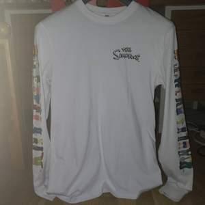 Simpsons tröja från hm, killstorlek xs, passar som en s/m, aldrig använd original pris 200 kr