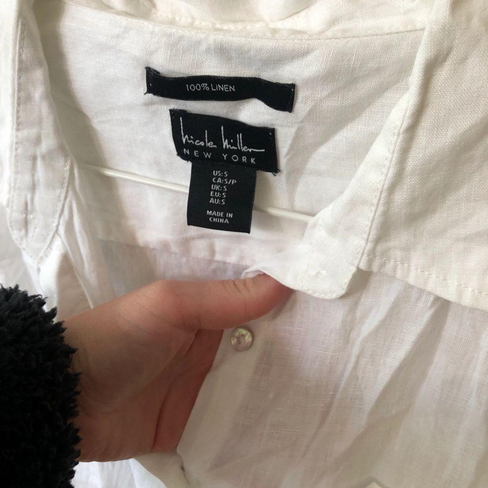 Oanvänd linneskjorta i storlek S. Superfin, behövs bara strykas lite. 🥰🥰 Nypris: 499kr. 150kr + frakt. Skjortor.