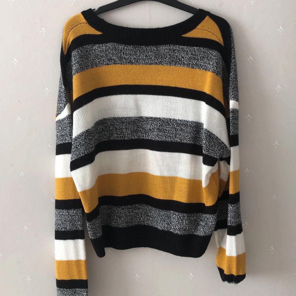 Helt ny sweater, aldrig använd. Ingen prislapp sitter kvar tyvärr :(. Stickat.