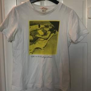 T-Shirt från H&M med tryck.