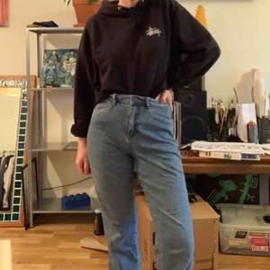 Jeans från loppis. Sitter riktigt snyggt runt rumpan 😉 100kr + frakt