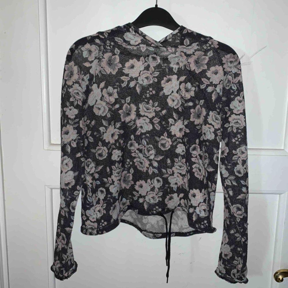 Mesh-tröja från h&m, köpare står för frakt.. Huvtröjor & Träningströjor.