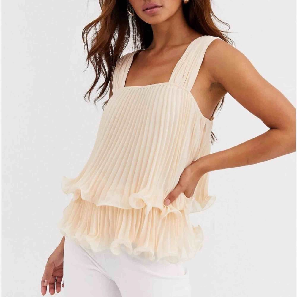 Ruffle top from ASOS - unused . Blusar.