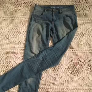 Sköna jeans! Långa i modellen och passar därför inte mina ben, hehe😉 50kr + frakt, helt i nyskick!