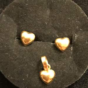 Selling my real gold heart shape set