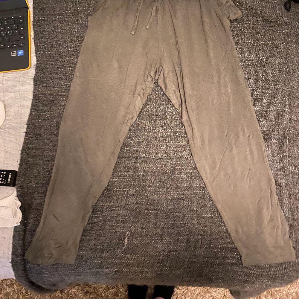 St xs för mig var dom små så säljer dom nu. Har typ inte använt dom bara testat en gång. Jeans & Byxor.