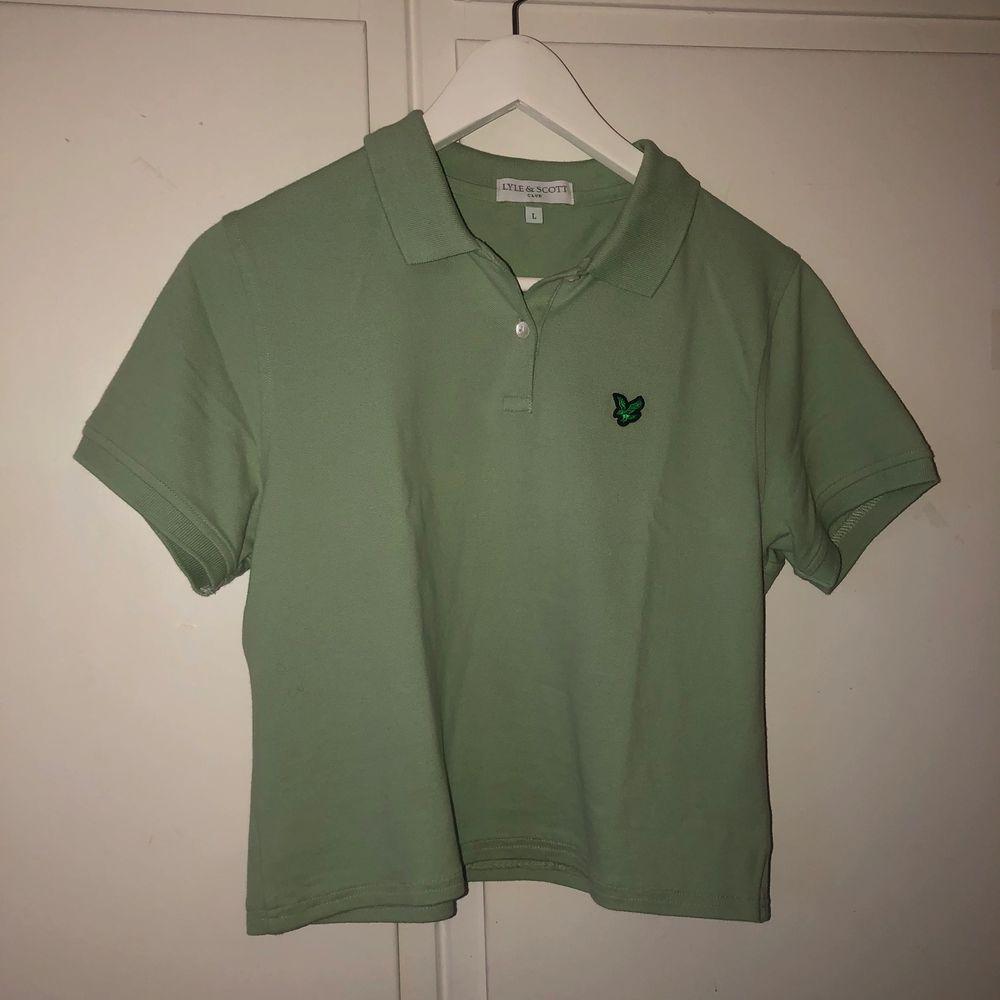 Impulsköp, aldrig använd av mig ❤️ det är storlek L men sitter som en S tycker jag. skulle vara snygg under sweatshirt. T-shirts.