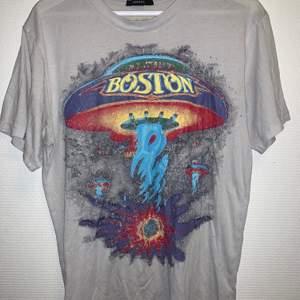 Oversized Vintage Boston T-Shirt med tryck. Mycket bra skick. Storlek S/M (pris kan diskuteras)