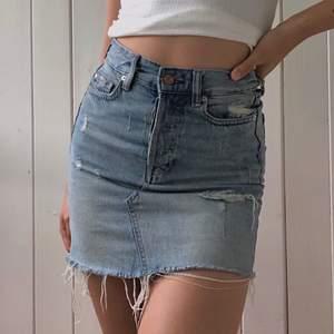 Snygg jeanskjol från h&m. Sparsamt använd
