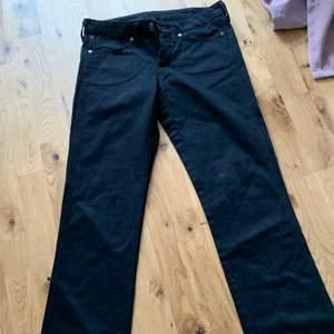 Säljer jeans från wrangler, kom privat för mer information!