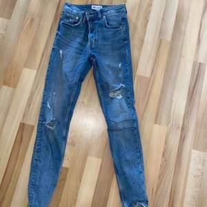 Jättefina slitna jeans från zara