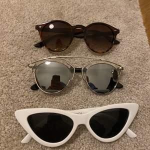Hej jag säljer några solglasögon från ur&Penn samt ett par från Lindex. Säljer de för 83kr st ink spårbar frakt som ligger på 63kr!