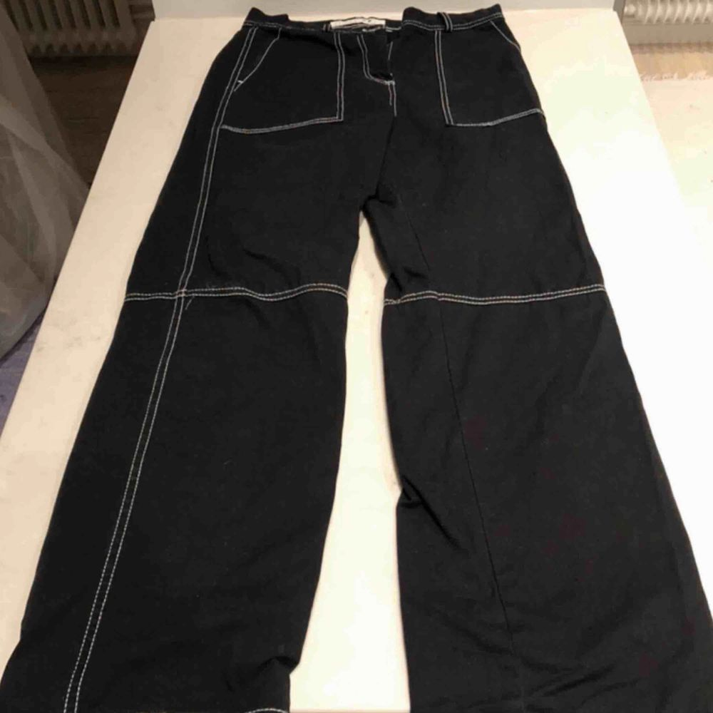 Säljer dessa coola och bekväma byxor från Junkyard då de inte är min stil längre. Använda FÅTAL gånger och i bra skick!! . Jeans & Byxor.