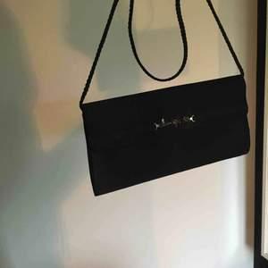 Supersöt väska, perfekt till festen! Använda för lite, därför den säljs🥺 Kan mötas upp eller frakta, då tillkommer frakt🎀