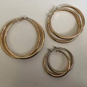 Här har vi 3 fina guld örhängen/ringar i olika storlekar. Dom är köpta på H&M för några månader sen och använts ca 1 gång vid provning😊 20kr/st och 45kr för alla 3