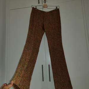 Fantastiska Guess byxor som jag tyvärr är alldeles för små för mig  Finns inga dumma frågor, så våga fråga :)  Har massor av annonser ute så kolla in, jag samfraktar gärna! Fraktar spårbart om så önskas, kan också mötas upp i Stockholm