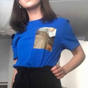 Ascool t-shirt från weekday från någon collab tror jag!! Tryck på fram och baksida. Möts ENDAST upp i stockholm, fraktar ej!